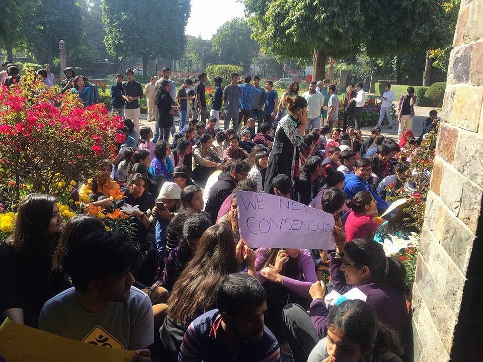 "Student protests on 25 February at St Stephen's College. (Photo Courtesy: Facebook/<a href=""https://www.facebook.com/nandita.narain.3?hc_ref=SEARCH"">Nandita Narain</a>)"