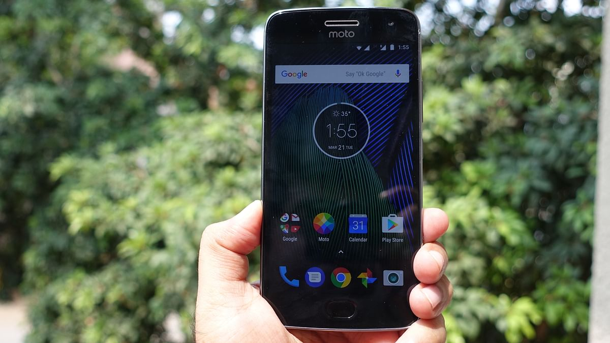 Moto G5 Plus comes with a 5.2-inch FHD display. (Photo: <b>The Quint</b>/@2shar)