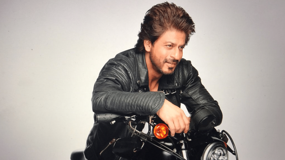 SRK brings out his leather jacket and takes us right back to DDLJ.