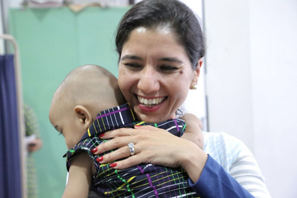 Kriti with a baby at the hospital. (Photo: <b>The Quint</b>)