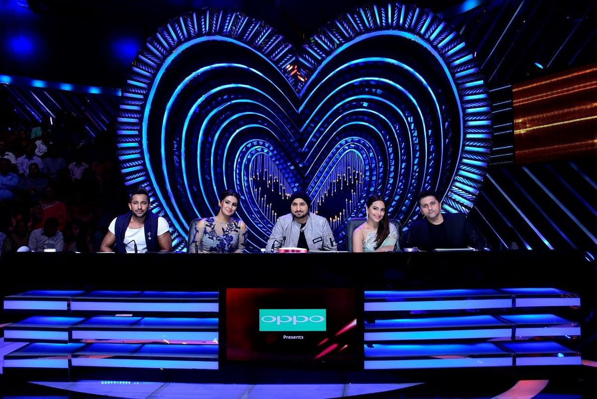 Terence, Geeta, Harbhajan, Sonakshi and Mohit sit on the judges' panel. (Photo courtesy: Star Plus)