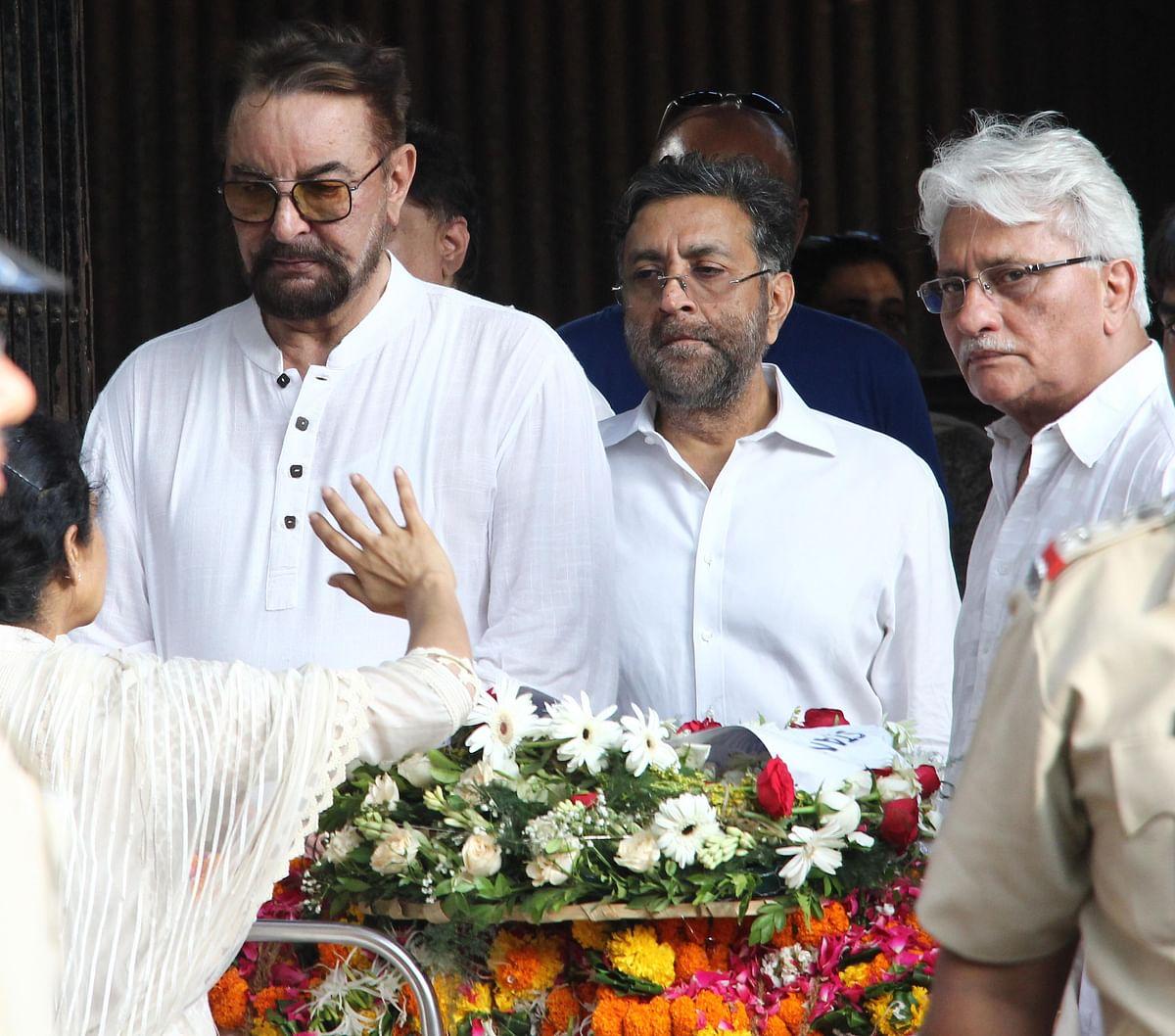 Kabir Bedi pays his last respects. (Photo: Yogen Shah)