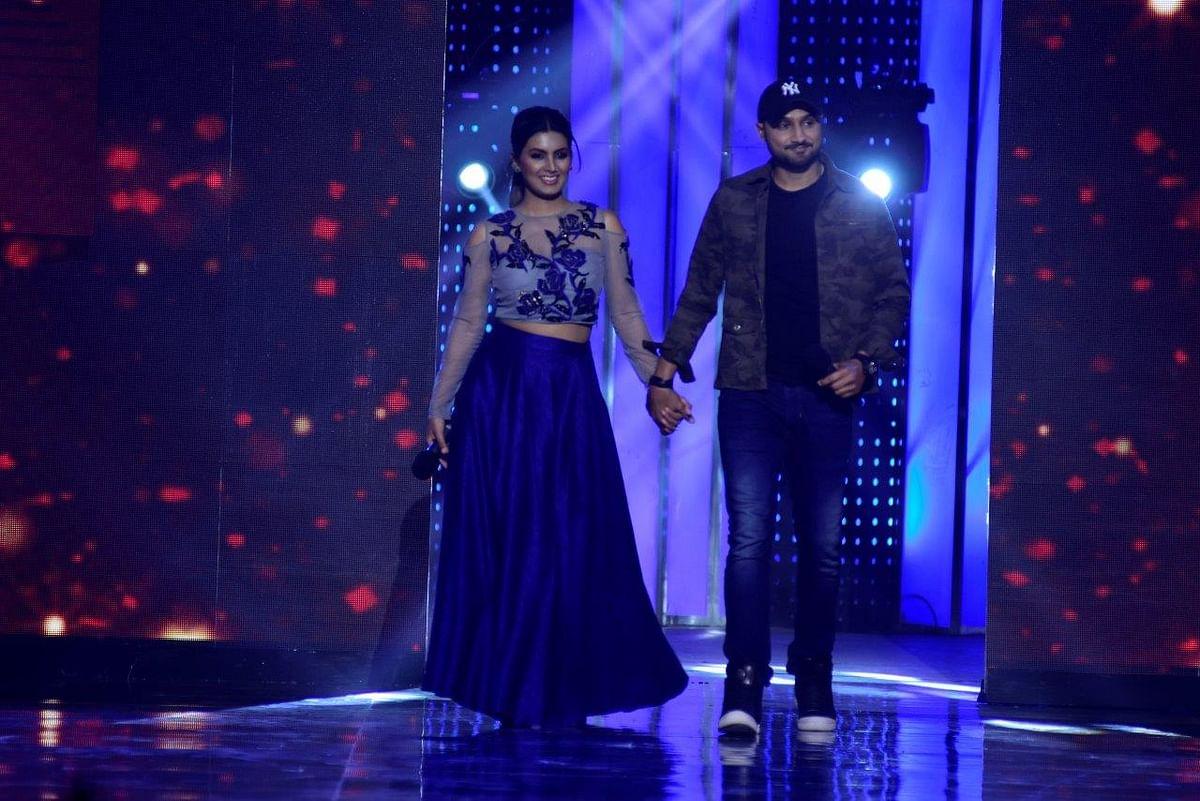 Geeta and Harbhajan take centrestage. (Photo courtesy: Star Plus)