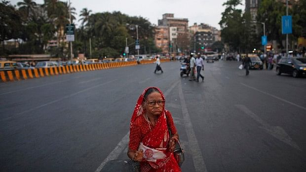 A woman affected by leprosy begs for alms at a traffic junction in Mumbai. (Photo Courtesy: IndiaSpend)