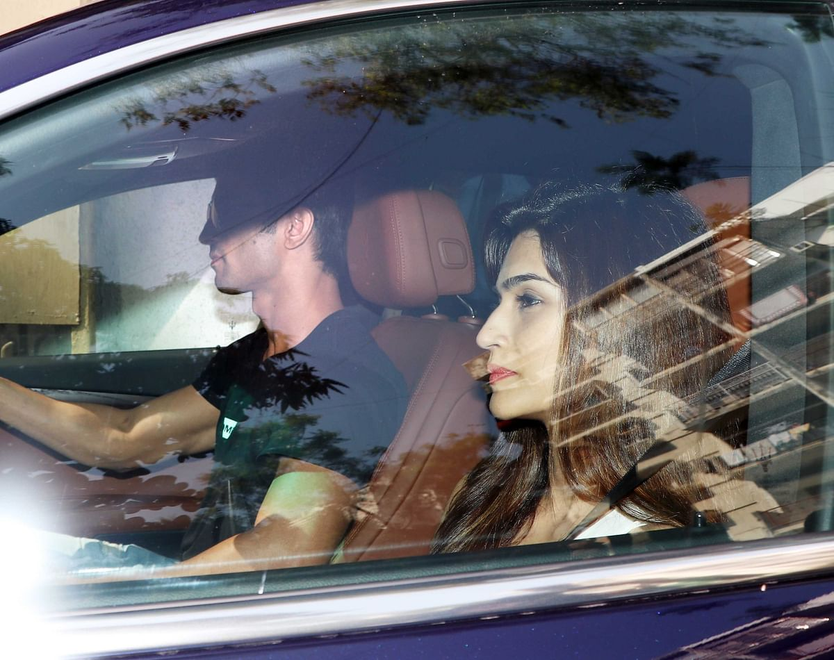 Kriti goes on a short drive with Sushant. (Photo: Yogen Shah)