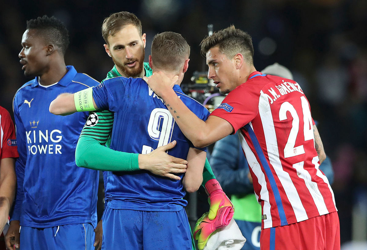 Leicester City's Jamie Vardy with Atletico Madrid's Jan Oblak and Jose Maria Gimenez (right) after the second leg of the UEFA Champions League quarter final match at the King Power Stadium, Leicester. (Photo: AP)