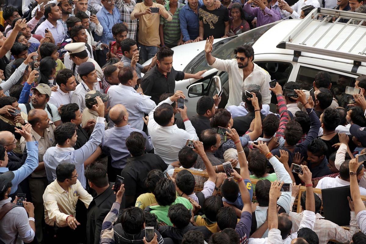 Rana waves at his fans. (Photo: Yogen Shah)