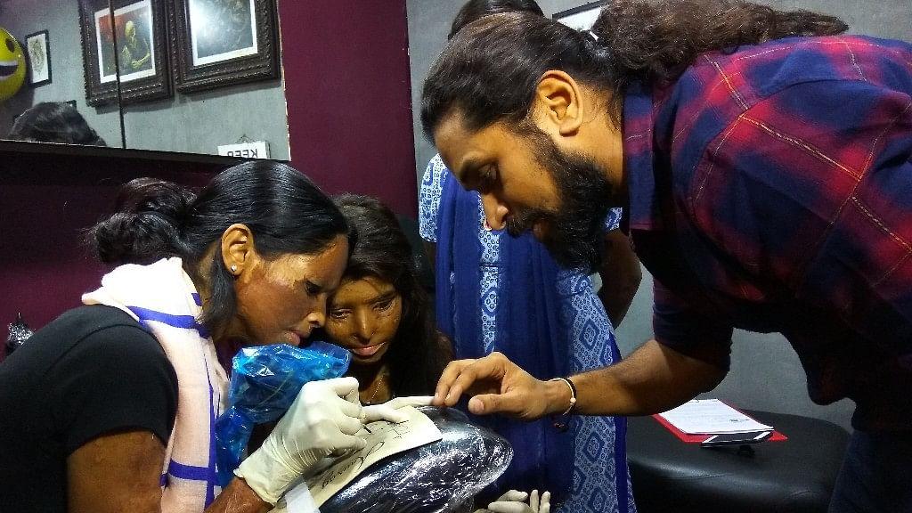Body Canvas founder Vikas Malani with Stop Acid Attacks campaigner, Lakshmi Agarwal. (Photo: The Quint)