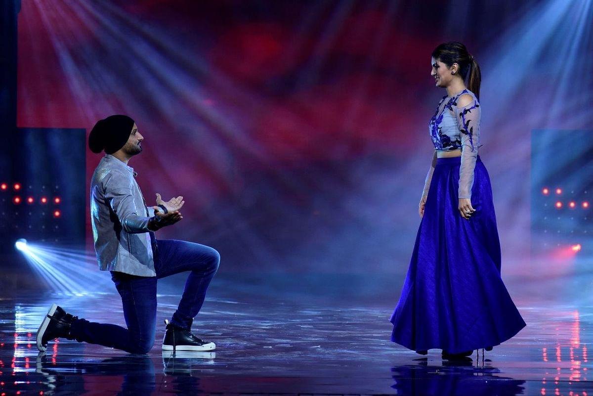 Bhajji recreates the proposal moment for wifey. (Photo courtesy: Star Plus)