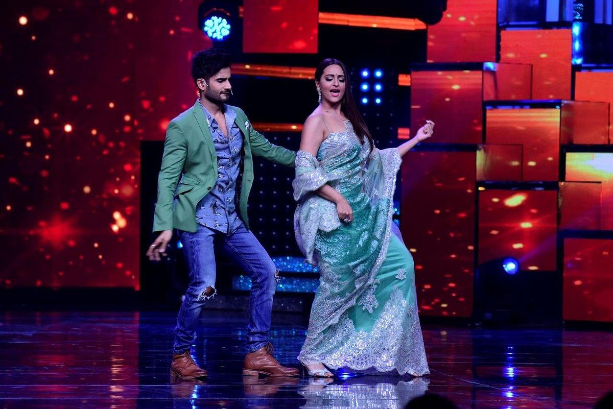 Karan Tacker and Sonakshi Sinha groove together. (Photo courtesy: Star Plus)