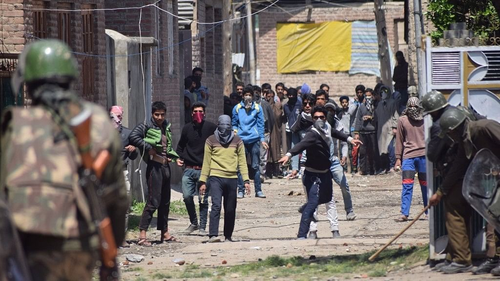 Protesters pelt stones on security personnel during Srinagar Lok Sabha bypoll, in Srinagar on 9 April 2017. (Photo: IANS)