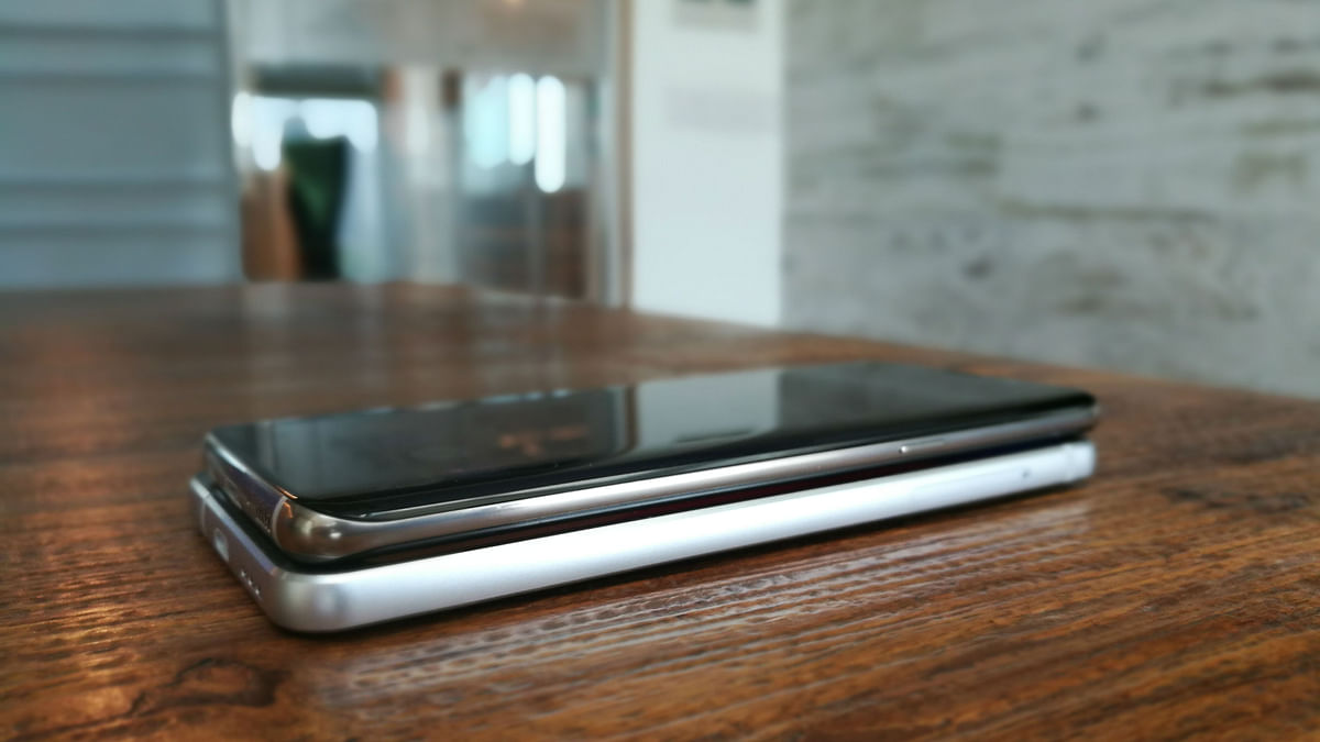 The edge design of the Galaxy S8 is prominent. (Photo: <b>The Quint</b>)