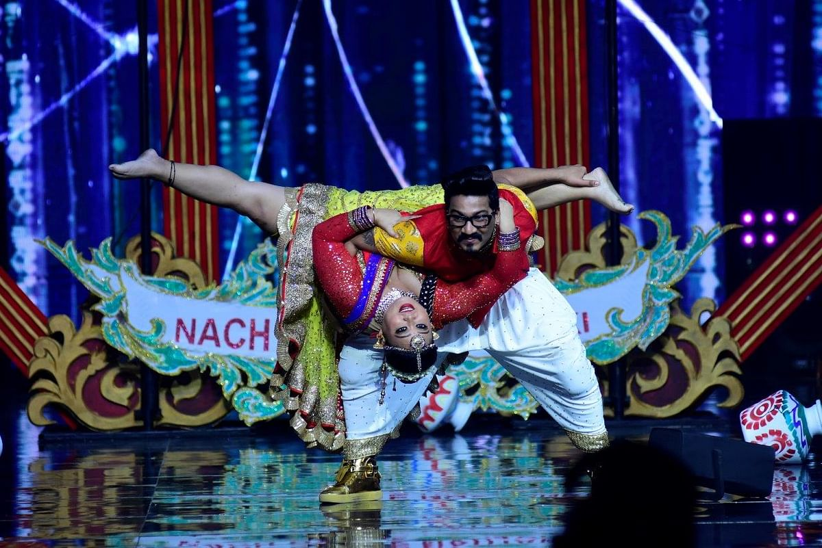 Bharti Singh and Harsh Limbachiyaa dazzle in a colourful performance. (Photo courtesy: Star Plus)