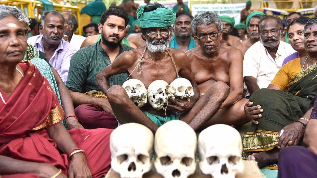 For now, Tamil Nadu farmers protesting at Jantar mantar have called off the agitation till 25 May. (Photo: Rajesh Kumar Singh/ <b>The Quint</b>)
