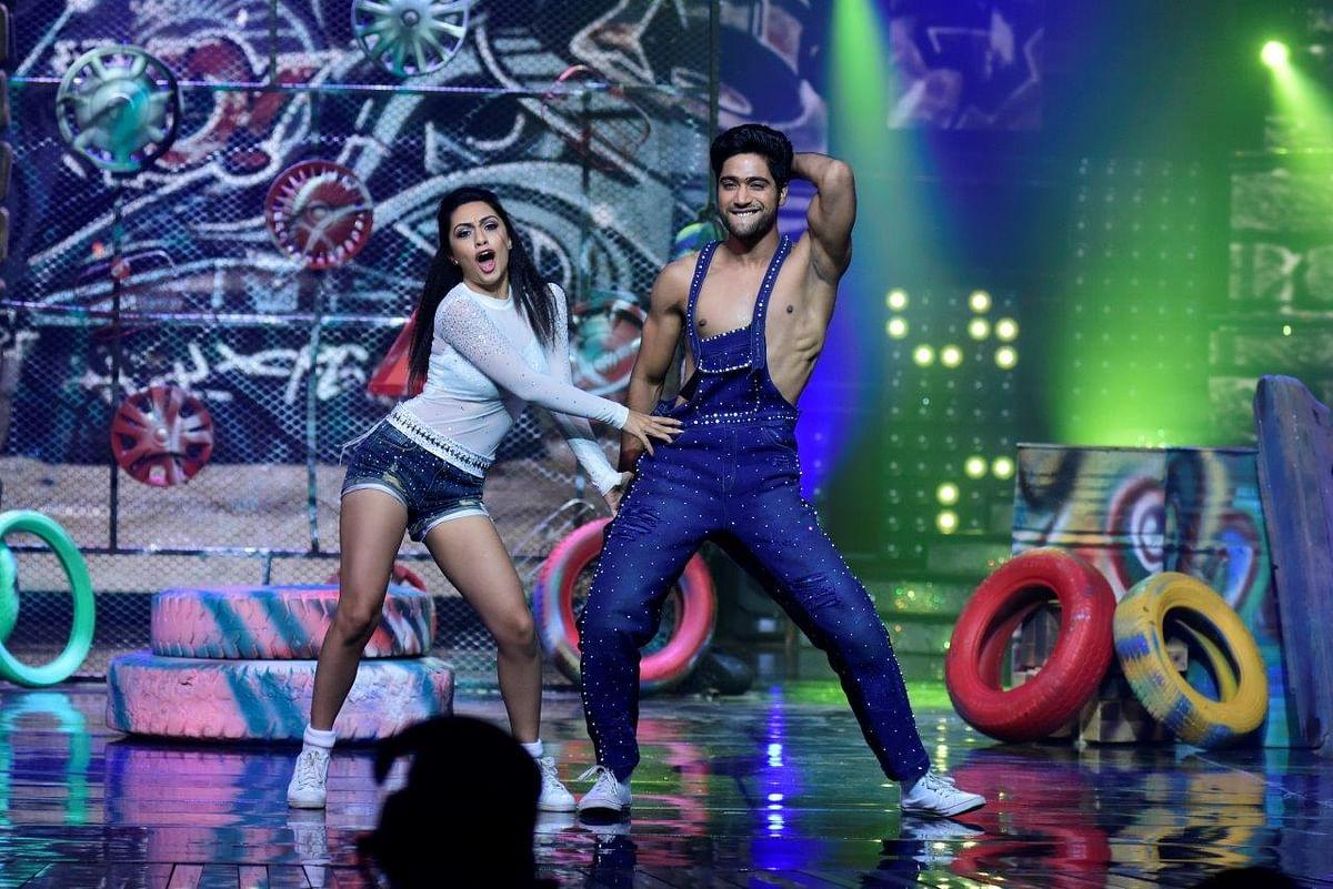 Sanam Johar and Abigail bring back cuteness on stage. (Photo courtesy: Star Plus)