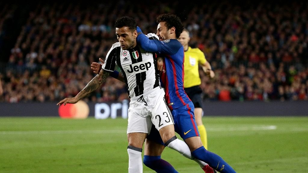 Barcelona's Neymar collides with Juventus' Dani Alves during the Champions League quarterfinal second leg soccer match between Barcelona and Juventus at Camp Nou stadium in Barcelona, Spain, Wednesday, April 19, 2017.