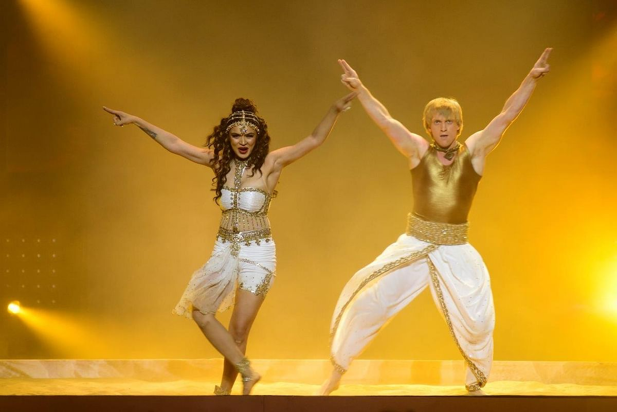 Aashka Goradia and Brent Goble sizzle this time. (Photo courtesy: Star Plus)