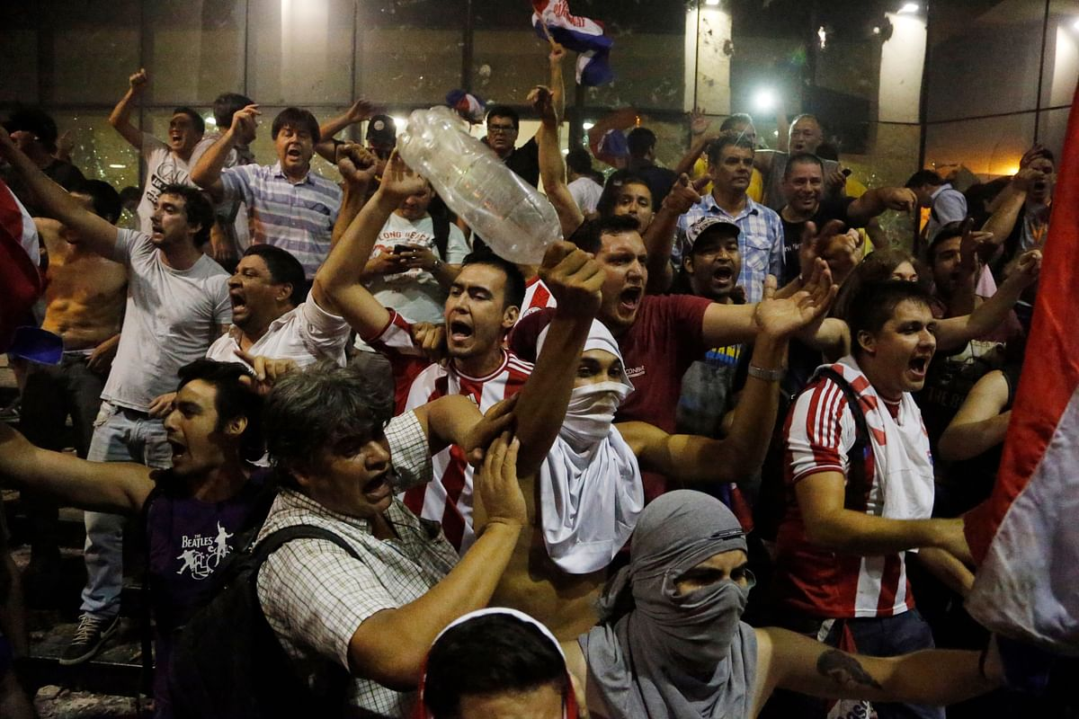 Protesters chant slogans against presidential re-elections outside the congress building, in Asuncion. A majority in Paraguay's Senate has approved a constitutional amendment allowing the re-election of a president to a second term. (Photo:AP)