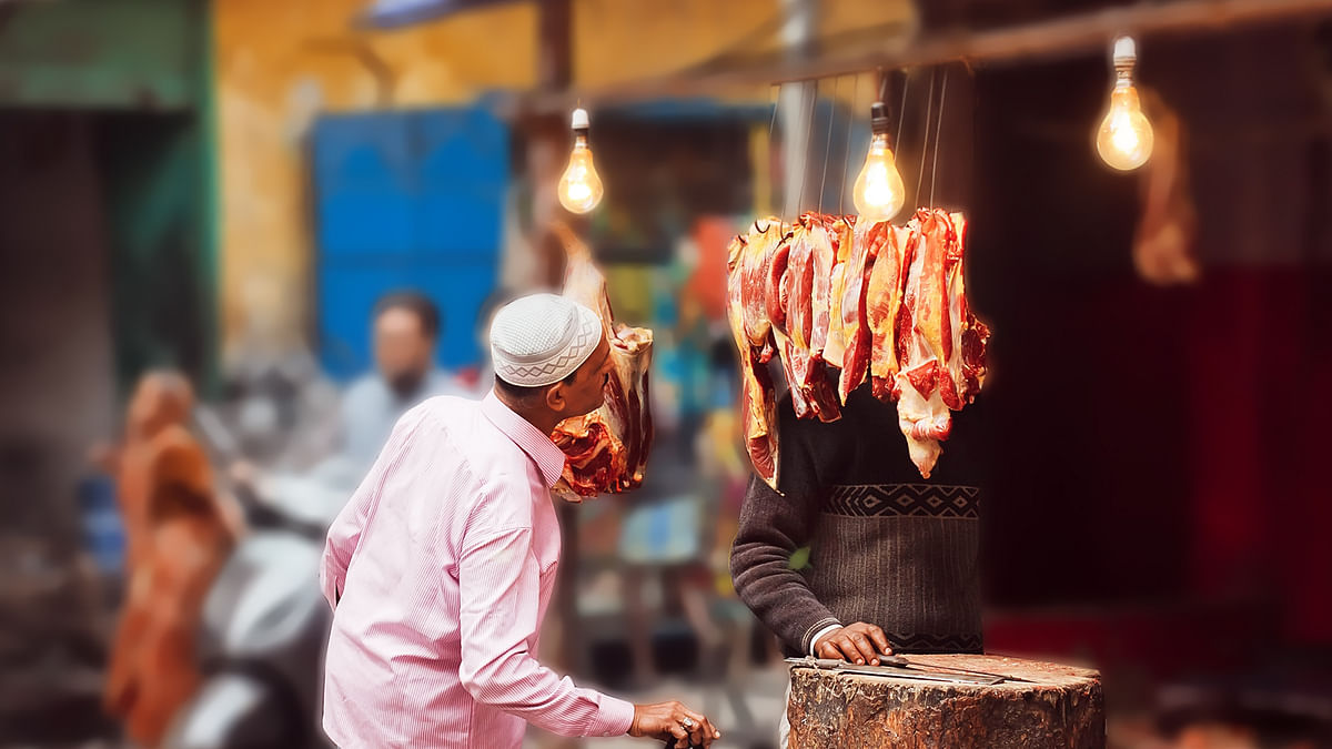 A 2016 survey showing 73 percent have no problem with neighbours eating non-veg is a triumph for liberals. (Photo: Rhythum Seth/ <b>The Quint</b>)