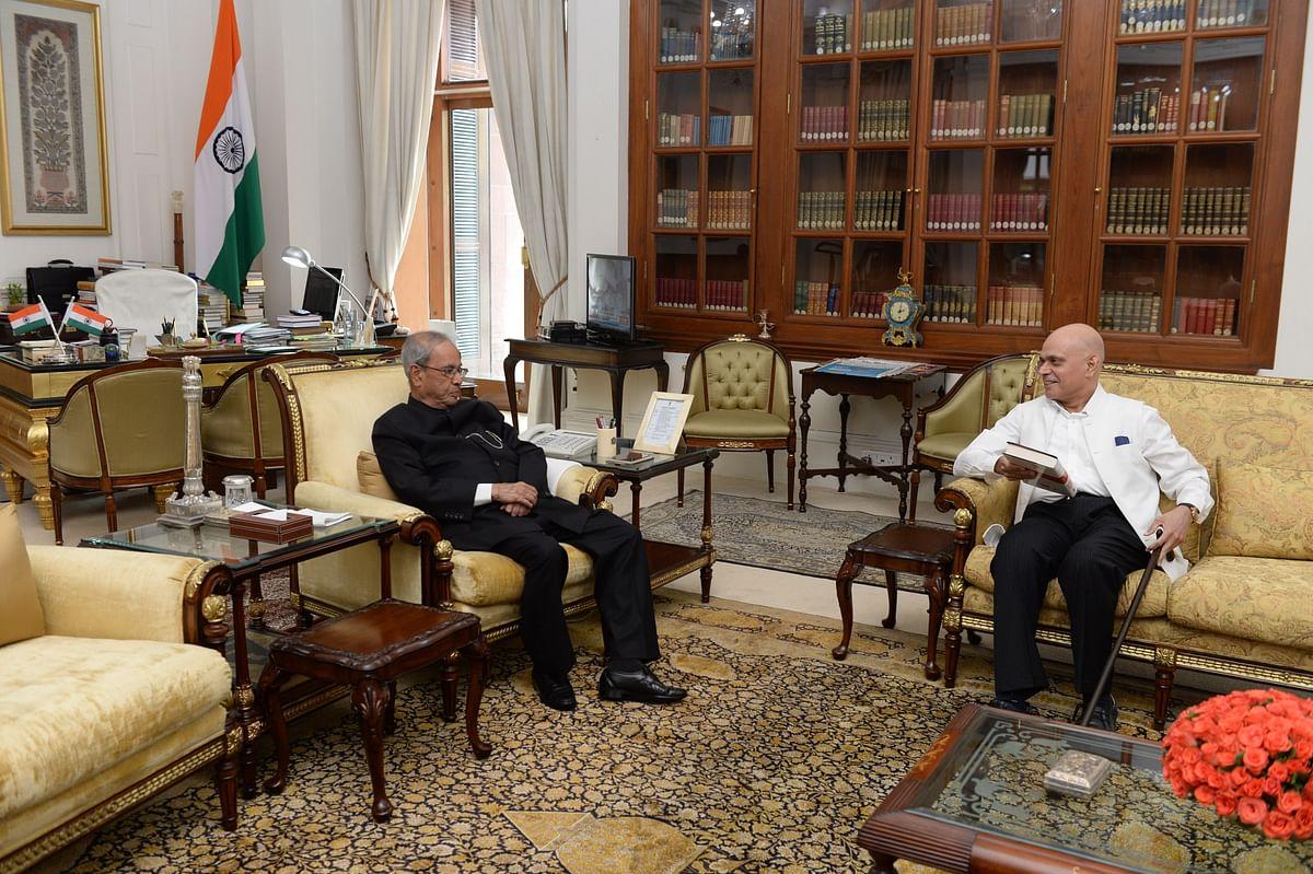 President Pranab Mukherjee with Raghav Bahl at New Delhi's Rashtrapati Bhavan on Tuesday. (Photo: <b>The Quint</b>)