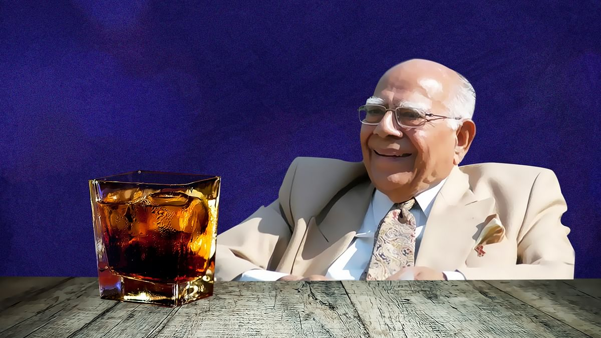 Even as Ram Jethmalani says withmirth, he can resolve India-Pak crisis while having whisky, is it really that easy? (Photo: Rhythum Seth/<b> The Quint)</b>