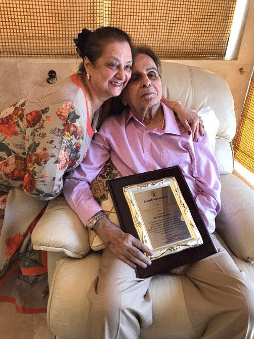 Dilip Kumar holding his Living Legend Lifetime award with Saira Banu. (Photo courtesy: Twitter)