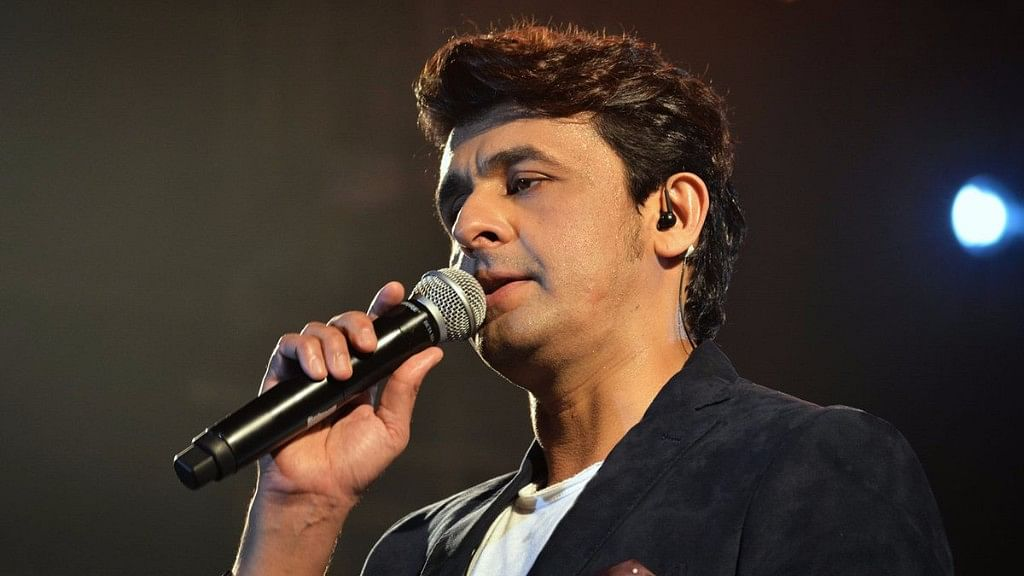 Sonu Nigam at an event. (Photo courtesy: Twitter/NatatNv777)