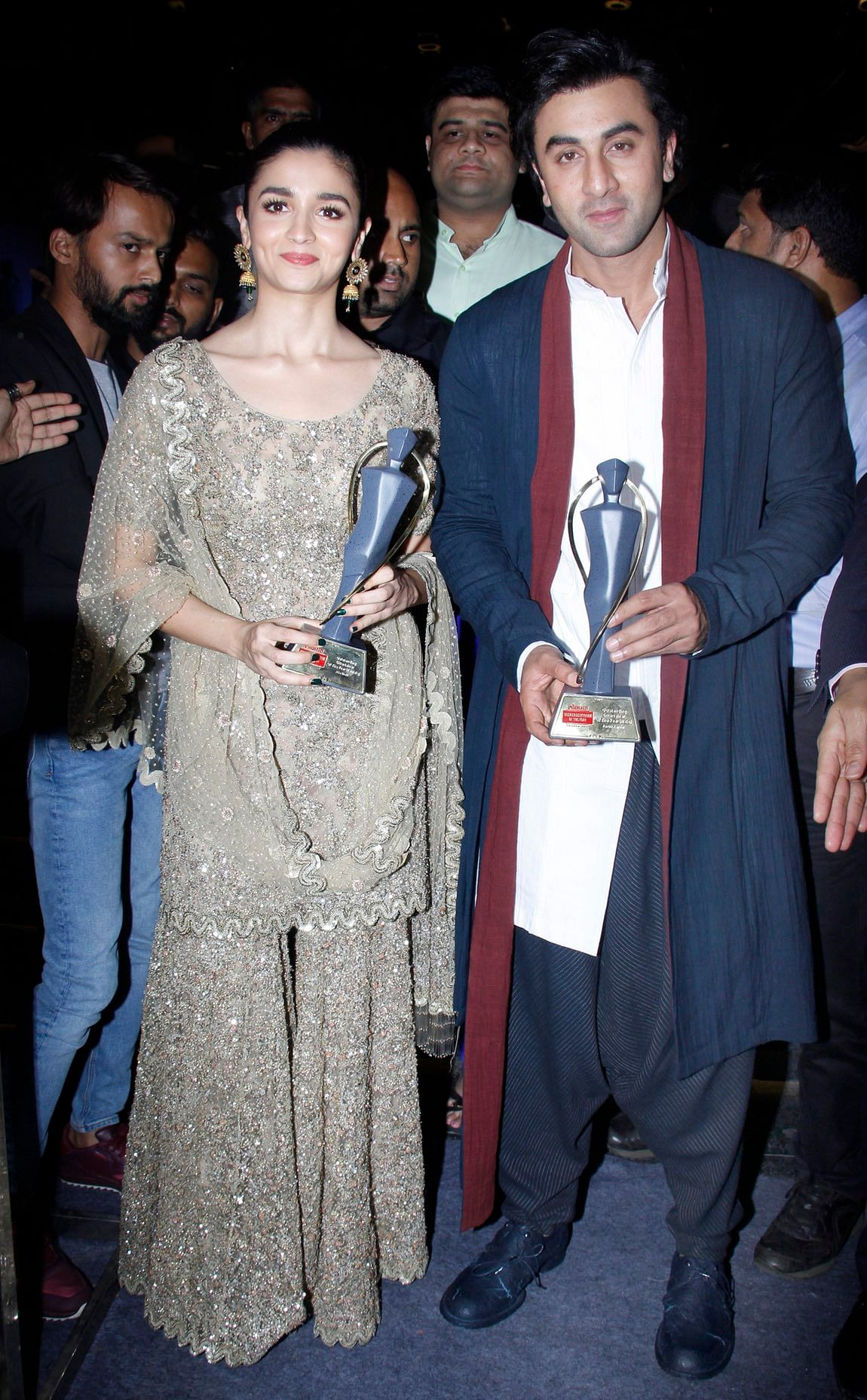 Alia and Ranbir pose with their trophies. (Photo: Yogen Shah)