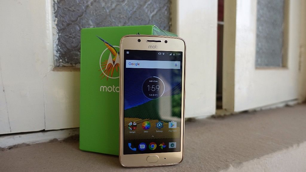"Moto G5 is the smaller sibling of Moto G5 Plus. (Photo: <b>The Quint</b>/<a href=""https://twitter.com/2shar"">@2shar</a>)"