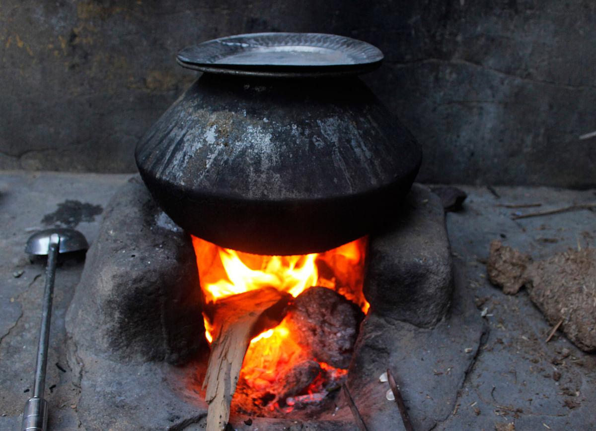 A glimpse into Kavita's modest kitchen. (Photo: Kashish Badar)