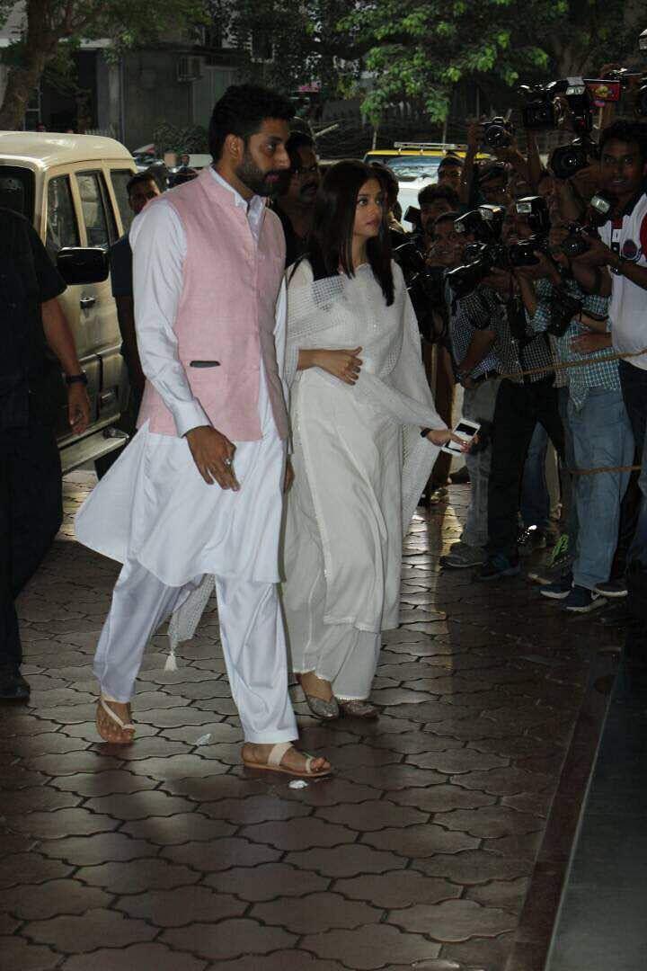 Abhishek Bachchan and Aishwarya Rai Bachchan at the prayer meet. (Photo: Yogen Shah)