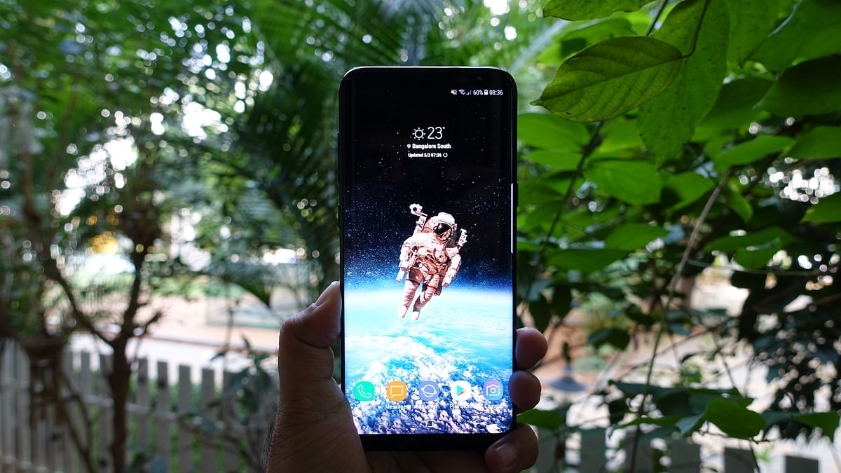 """The 6.2-inch form size of the Galaxy S8 Plus might not be likeable for everyone. (Photo: <b>The Quint</b>/<a href=""""https://twitter.com/2shar"""">@2shar</a>)"""