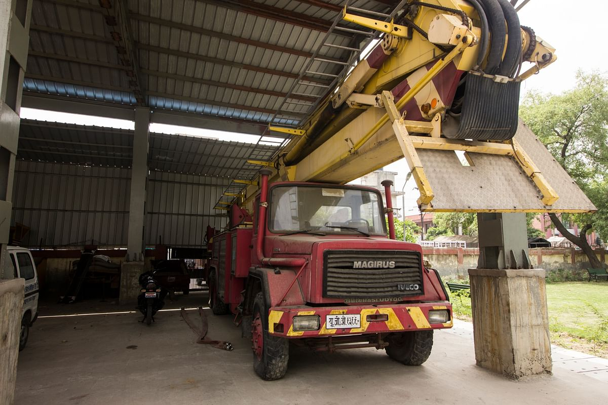 The Bronto 330 arrived at the Noida fire station in 2002, and is now waiting to be auctioned. (Photo: Abhilash Mallick/<b>The Quint</b>)