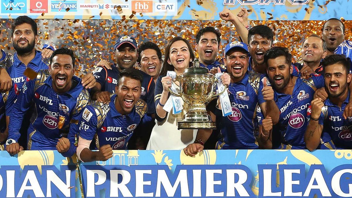 Mumbai Indians with the IPL trophy. (Photo: BCCI)