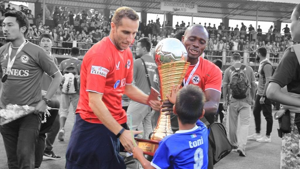 Aizawl FC players with the I-league trophy (Photo: Lal Zarzova/Altered by <b>The Quint</b>)