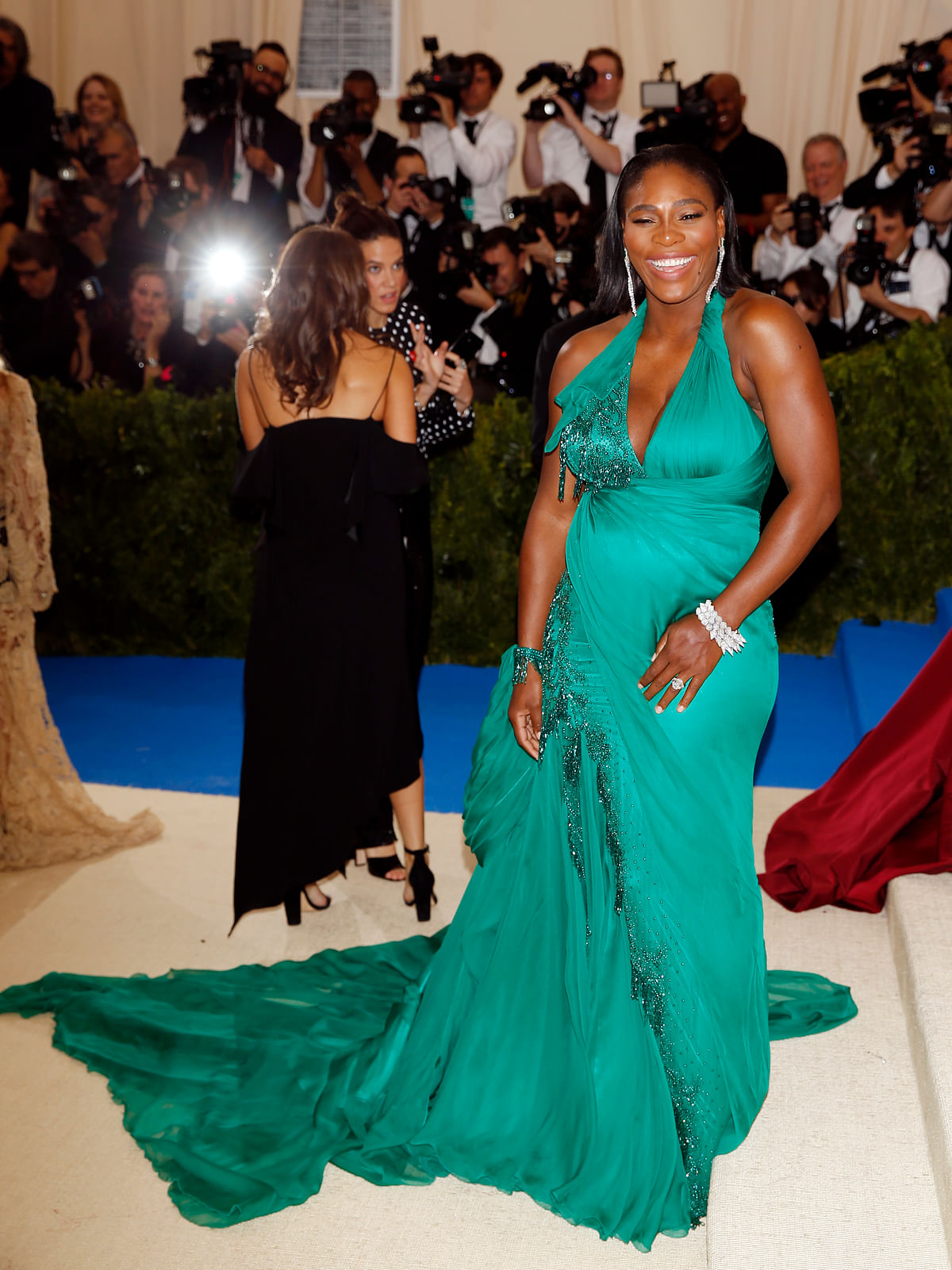 A pregnant Serena Williams looks lovely in green. (Photo: Reuters)