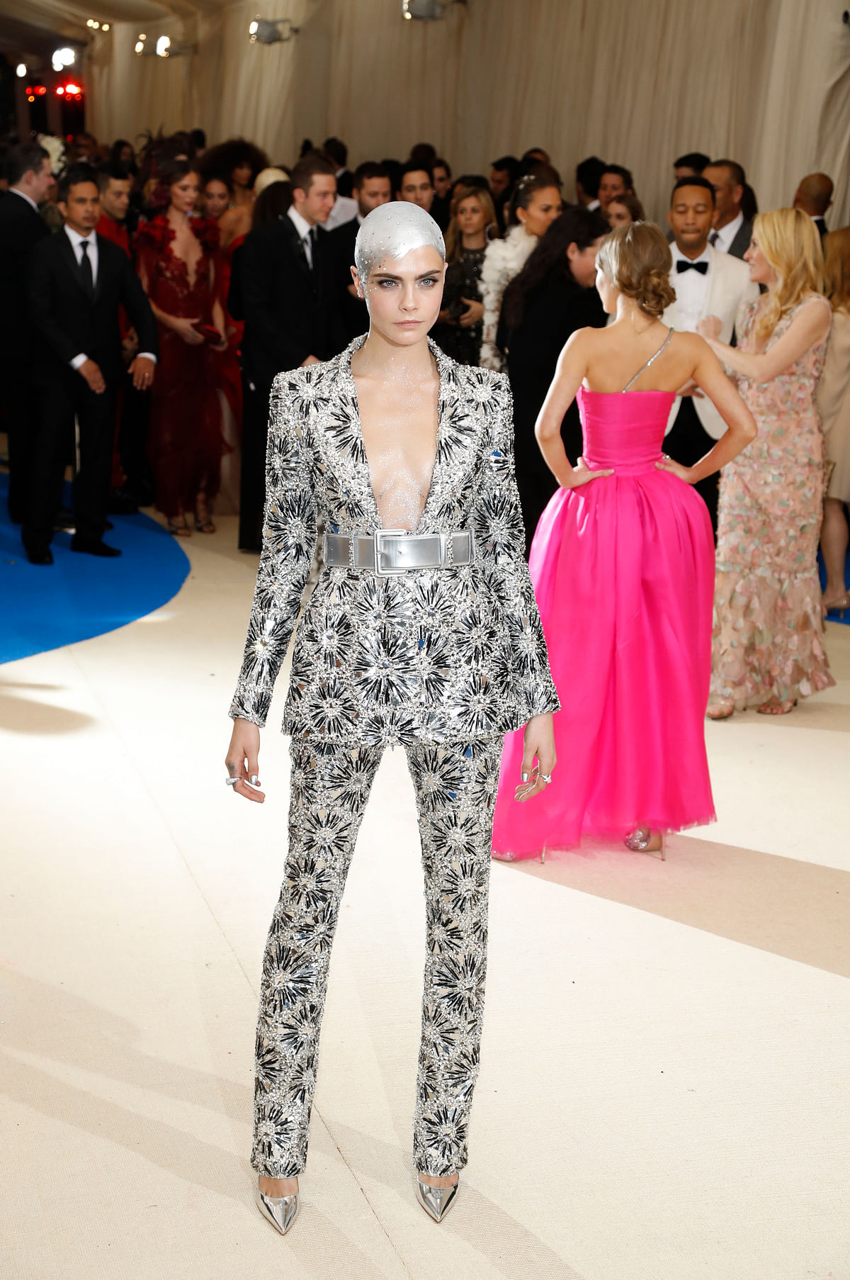A bald Cara Delevingne sports a futuristic look and we can't look away! (Photo: Reuters)