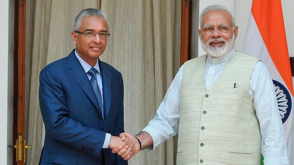 Modi Inaugurates New Mauritius SC; Jugnauth Thanks Him in Hindi