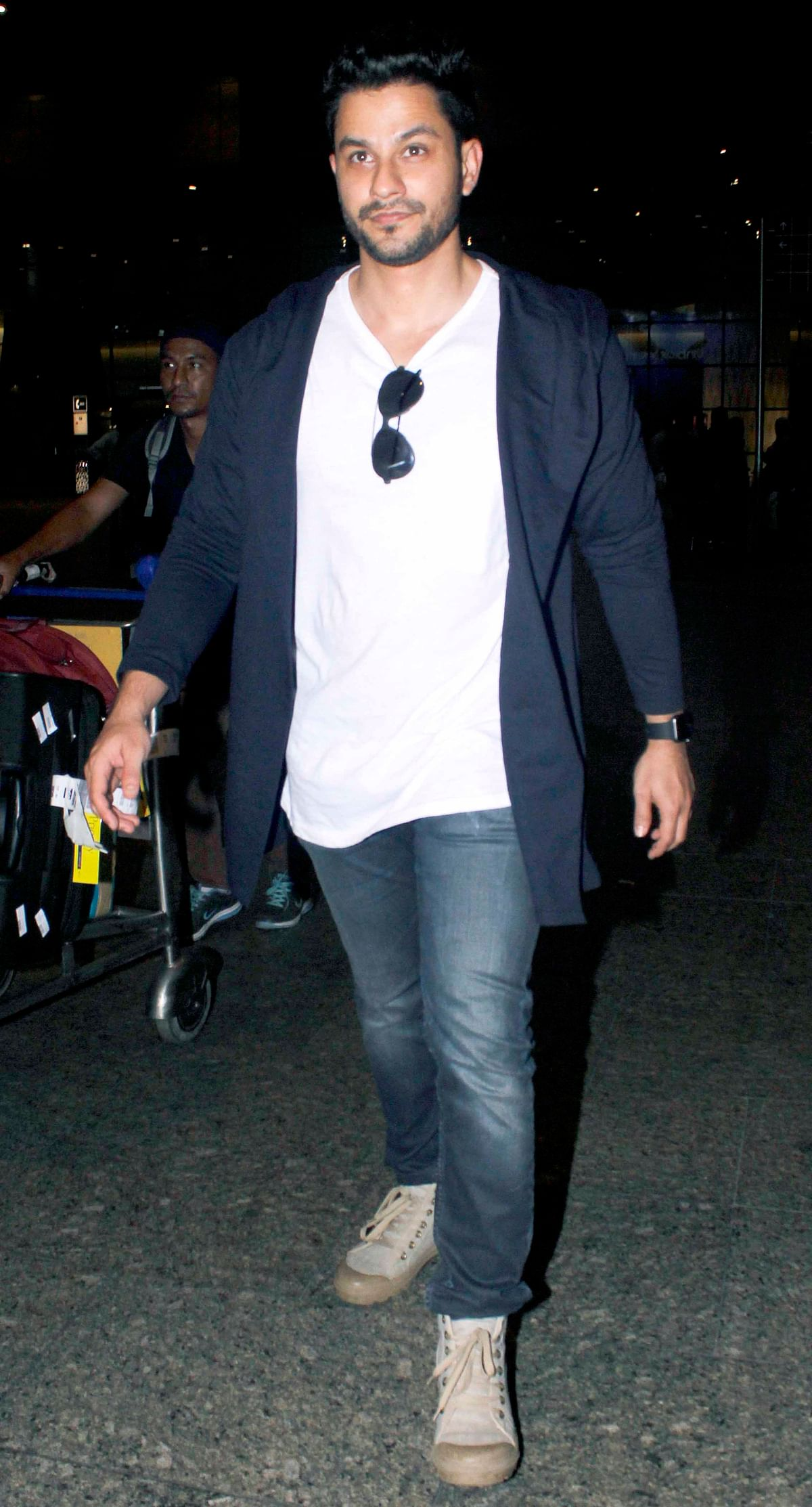Daddy-to-be Kunal Khemu at the airport. (Photo: Yogen Shah)