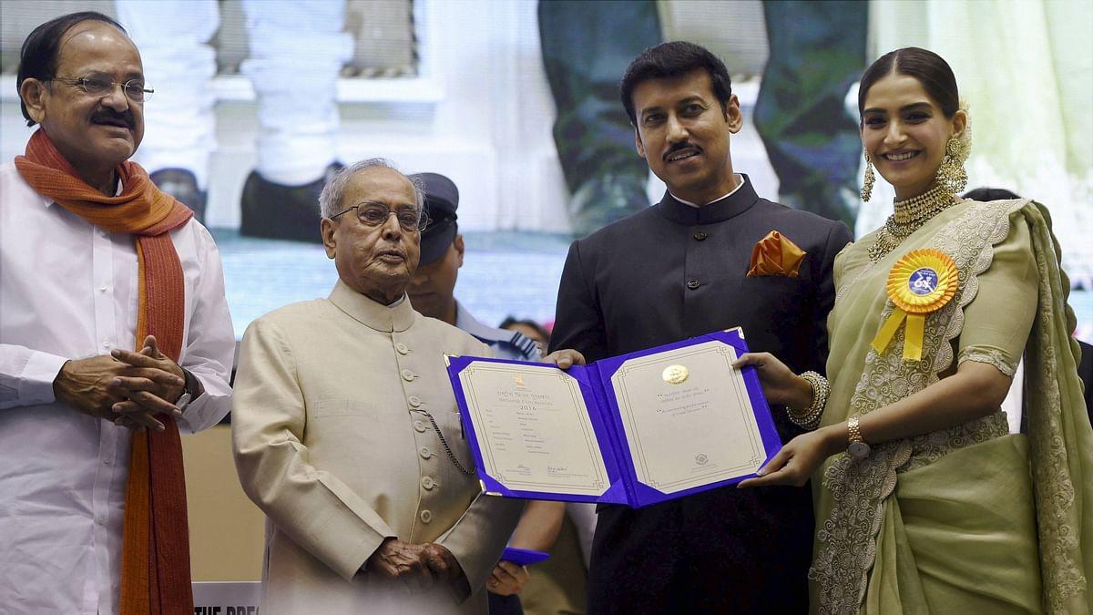 Sonam Kapoor accepts her award. (Photo courtesy: ANI)