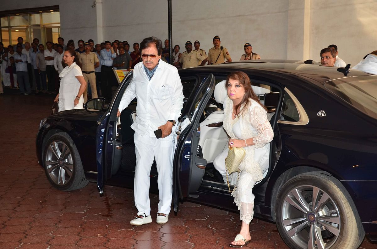 Sanjay Khan with his wife. (Photo: Yogen Shah)