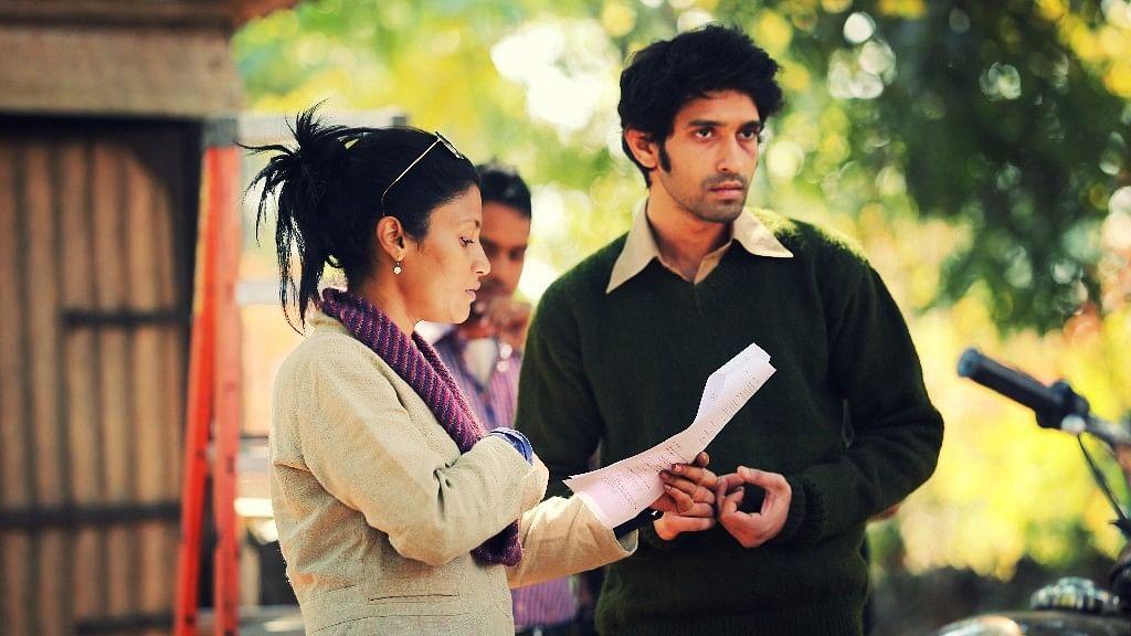 <p>Konkona Sensharma on the sets of <i>A Death In the Gunj </i>with Vikrant Massey.&nbsp;</p>
