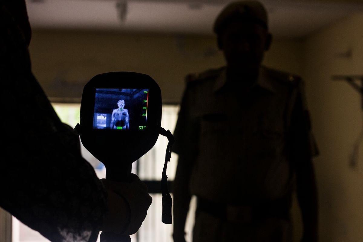 A Thermal Imaging camera that helps the firemen assess the temperature at the site of the fire, without having to go in. (Photo: Abhilash Mallick/<b>The Quint</b>)