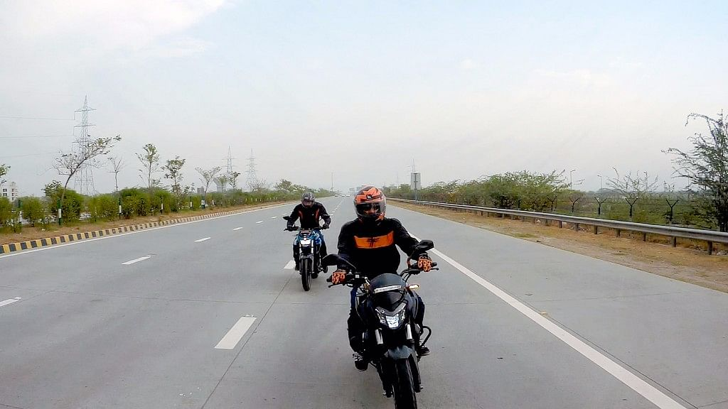 A Yamaha FZ25 & a Bajaj Dominar 400 on the Hunt for Food & Fun