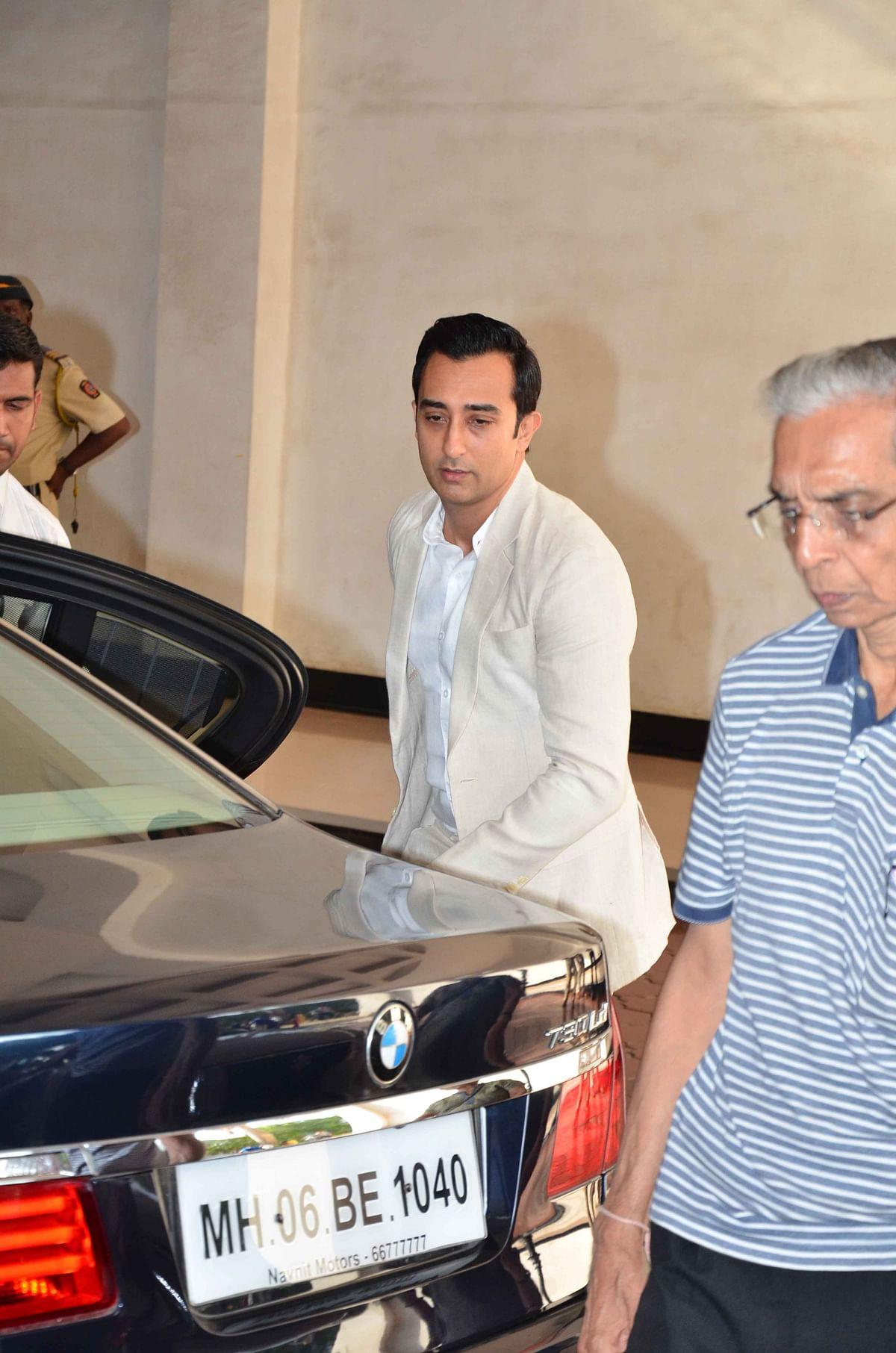 Rahul Khanna arrives for his father's prayer meet. (Photo: Yogen Shah)