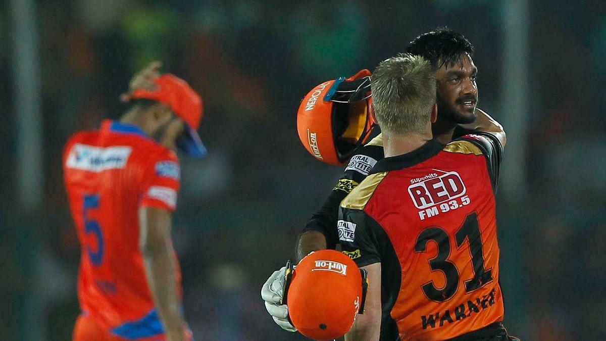 David Warner & Vijay Shankar Guide Sunrisers Into IPL Play-offs
