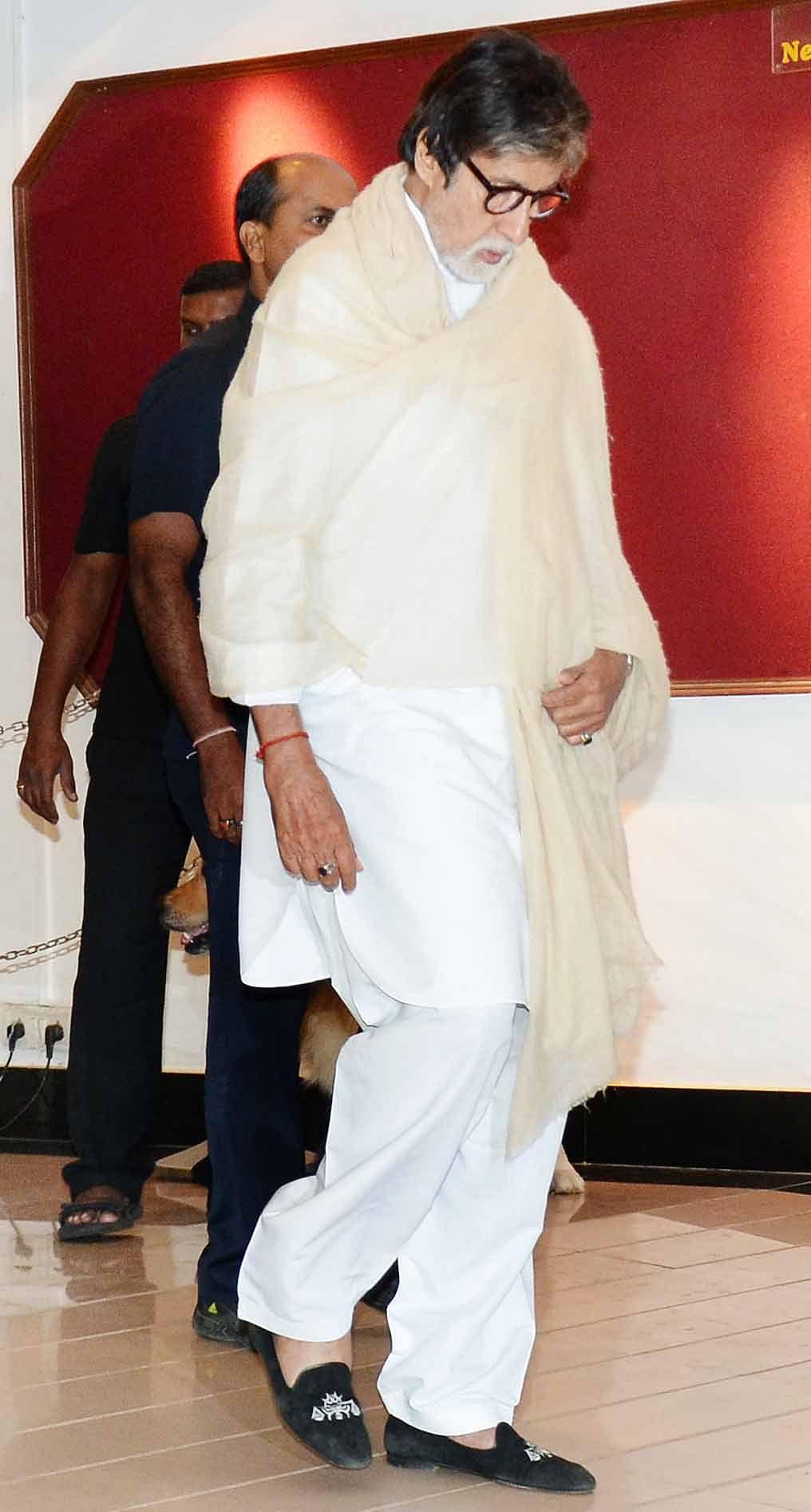 Amitabh Bachchan arrives for the prayer meeting. (Photo: Yogen Shah)
