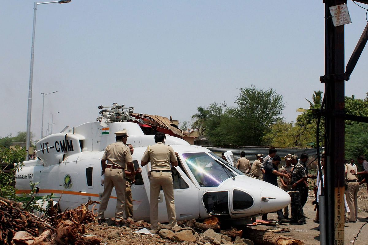 The helicopter carrying Devendra Fadnavis crash-landed in Latur on Thursday. (Photo: ANI/<b>The Quint</b>)