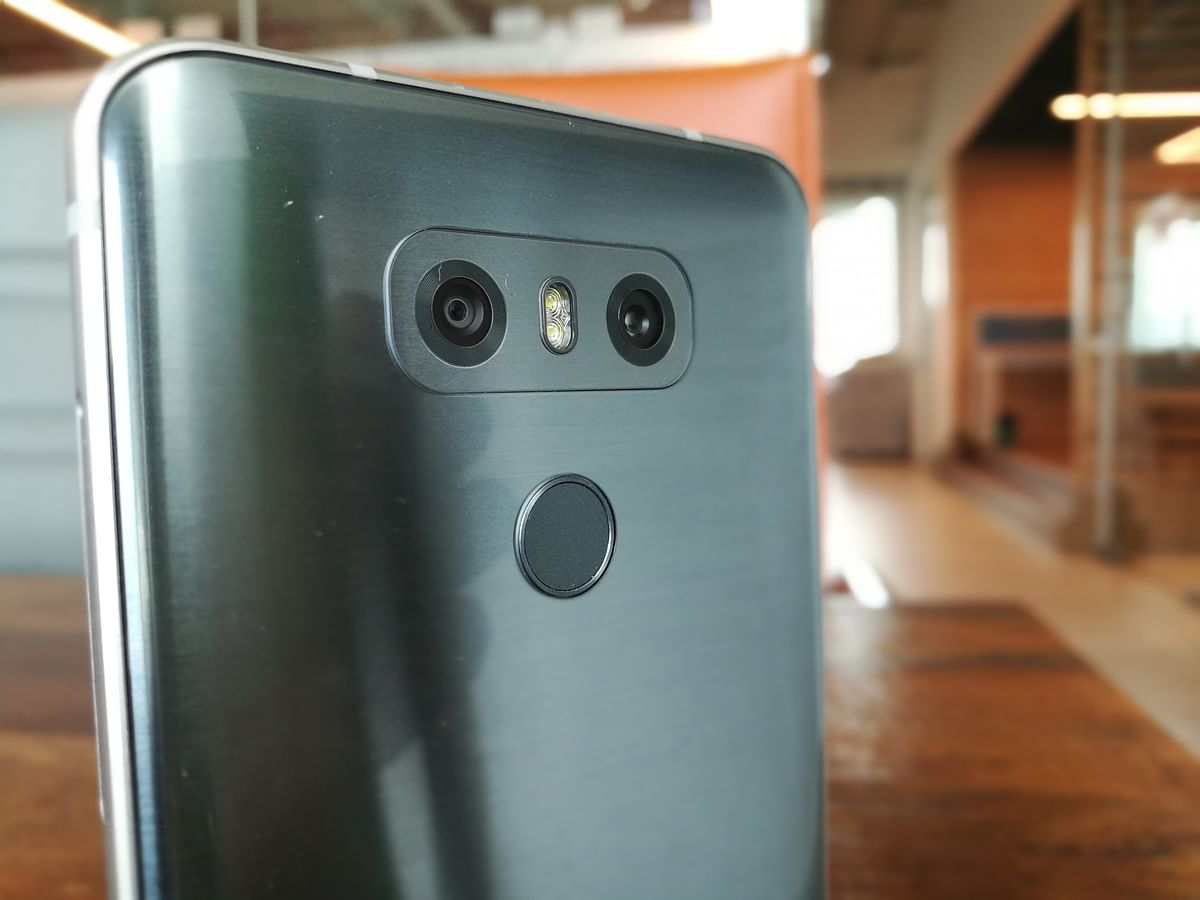 The dual camera at the back comes with a 120-degree wide-angle lens. (Photo: <b>The Quint)</b>
