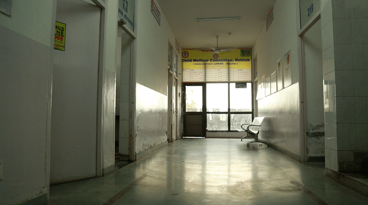 A semi-lit labyrinth of corridors leads to the chambers where the members of the Child Welfare Council (CWC) in Rohtak, sit. (Photo: <b>The Quint</b>/Athar Rather)